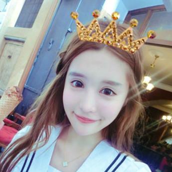 手绘女生带皇冠